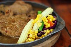 όμορφη εύγευστη μπριζόλα χοιρινού κρέατος στοκ εικόνες με δικαίωμα ελεύθερης χρήσης