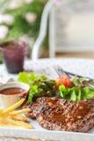 όμορφη εύγευστη μπριζόλα χοιρινού κρέατος Στοκ φωτογραφίες με δικαίωμα ελεύθερης χρήσης
