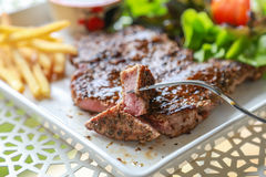 όμορφη εύγευστη μπριζόλα χοιρινού κρέατος Στοκ εικόνα με δικαίωμα ελεύθερης χρήσης