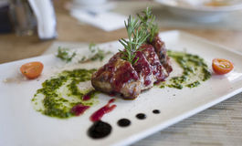 όμορφη εύγευστη μπριζόλα χοιρινού κρέατος Στοκ Εικόνα