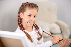 Όμορφη ζωγραφική κοριτσιών Στοκ Φωτογραφία