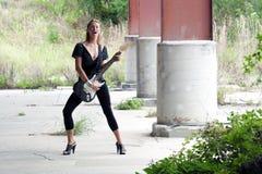 όμορφη ηλεκτρική κιθάρα 2 redhead Στοκ εικόνα με δικαίωμα ελεύθερης χρήσης