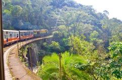 Όμορφη ημέρα στο τραίνο παιχνιδιών!! στοκ εικόνες