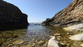 όμορφη θάλασσα βράχων φιλμ μικρού μήκους