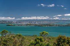 Όμορφη θάλασσα και νεφελώδης ουρανός, Νέα Ζηλανδία, άποψη από το νησί Rangitoto στοκ φωτογραφίες με δικαίωμα ελεύθερης χρήσης