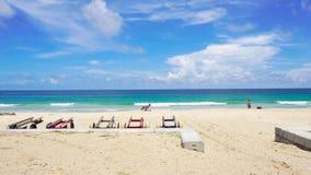 Όμορφη θάλασσα παραλιών Phuket Ταϊλάνδη δυτικών ακτών στο θερινό ήλιο 4K, βιντεοκλίπ UHD φιλμ μικρού μήκους