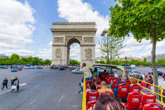 Όμορφη θερινή άποψη Champs Elysees και τόξο de Στοκ φωτογραφία με δικαίωμα ελεύθερης χρήσης