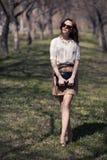 όμορφη θερινή γυναίκα φορεμάτων υπαίθρια Στοκ Φωτογραφία
