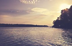 Όμορφη θερινή περίοδο συγκεκριμένη φωτογραφία Θερινό αρχιπέλαγος με τα όμορφες sunlights και την ίσαλη γραμμή Καλά φω'τα και χρώμ Στοκ φωτογραφίες με δικαίωμα ελεύθερης χρήσης