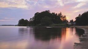Όμορφη θερινή περίοδο συγκεκριμένη φωτογραφία Θερινό αρχιπέλαγος με τα όμορφες sunlights και την ίσαλη γραμμή Καλά φω'τα και χρώμ Στοκ εικόνα με δικαίωμα ελεύθερης χρήσης