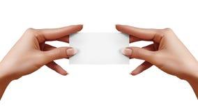 Όμορφη θηλυκή επαγγελματική κάρτα εγγράφου εκμετάλλευσης χεριών στο άσπρο υπόβαθρο Κάρτα δώρων, σακάκι, γραφικό σχέδιο Στοκ Φωτογραφίες