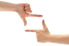 Όμορφη θηλυκή χειρονομία πλαισίων χεριών η ανασκόπηση απομόνωσε το λευκό Στοκ Εικόνες