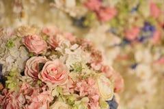 Όμορφη διακόσμηση λουλουδιών για τη δεξίωση γάμου Στοκ φωτογραφία με δικαίωμα ελεύθερης χρήσης