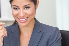 Όμορφη ισπανική γυναίκα ή επιχειρηματίας του Λατίνα Στοκ Φωτογραφίες