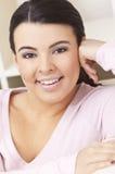 όμορφη ισπανική χαμογελών&ta Στοκ Εικόνες