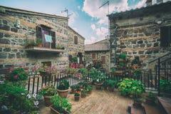Όμορφη ιταλική οδός της παλαιάς πόλης στην Ιταλία στοκ φωτογραφίες με δικαίωμα ελεύθερης χρήσης