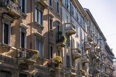 Όμορφη ιταλική διαμερισμάτων διαβίωση Lifest οικοδόμησης εξωτερικών παλαιά Στοκ Εικόνες