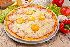 Όμορφη ιταλική πίτσα Στοκ φωτογραφία με δικαίωμα ελεύθερης χρήσης