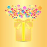 Όμορφη κάρτα με το παρόν και ζωηρόχρωμο μπαλόνι Στοκ φωτογραφία με δικαίωμα ελεύθερης χρήσης
