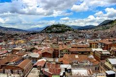 Όμορφη και ζωηρόχρωμη άποψη της πόλης του Κουίτο, Ισημερινός Στοκ εικόνα με δικαίωμα ελεύθερης χρήσης