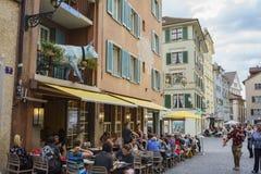Όμορφη και ιστορική παλαιά οδός της Ζυρίχης Στοκ εικόνα με δικαίωμα ελεύθερης χρήσης