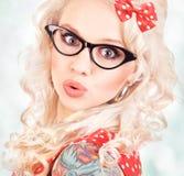 Όμορφη καρφίτσα επάνω στο κορίτσι στοκ εικόνες με δικαίωμα ελεύθερης χρήσης