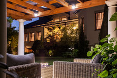 Όμορφη κατοικία με τον κήπο στοκ εικόνες με δικαίωμα ελεύθερης χρήσης