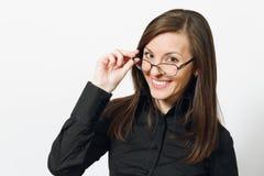 Όμορφη καυκάσια νέα επιχειρησιακή γυναίκα καφετής-τρίχας στο άσπρο υπόβαθρο Διευθυντής ή εργαζόμενος Διαστημική διαφήμιση αντιγρά στοκ εικόνες