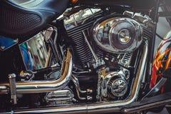 Όμορφη κλασική μοτοσικλέτα μηχανών χρωμίου, όμορφη καλλιτεχνική επεξεργασία για το ημερολογιακό ιπτάμενο και διαφήμιση Στοκ Φωτογραφίες