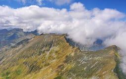 Όμορφη κορυφογραμμή τοπίων στα βουνά Fagaras Στοκ φωτογραφία με δικαίωμα ελεύθερης χρήσης