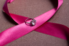 Όμορφη κορδέλλα με το δαχτυλίδι Στοκ φωτογραφία με δικαίωμα ελεύθερης χρήσης