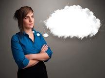Όμορφη κυρία που σκέφτεται για την ομιλία σύννεφων ή τη σκεπτόμενη φυσαλίδα με το γ Στοκ Φωτογραφίες