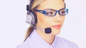 Όμορφη κυρία telesales στον υπολογιστή της απόθεμα βίντεο