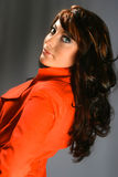 όμορφη κόκκινη γυναίκα παλτών Στοκ φωτογραφία με δικαίωμα ελεύθερης χρήσης