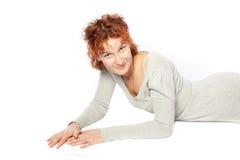όμορφη κόκκινη γυναίκα τρι&ch στοκ φωτογραφία