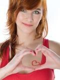 όμορφη κόκκινη γυναίκα τρι&ch Στοκ φωτογραφίες με δικαίωμα ελεύθερης χρήσης