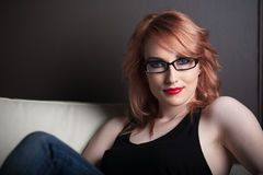 όμορφη κόκκινη γυναίκα τρι&ch Στοκ εικόνες με δικαίωμα ελεύθερης χρήσης