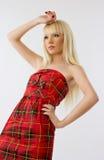 όμορφη κόκκινη γυναίκα φορεμάτων Στοκ φωτογραφία με δικαίωμα ελεύθερης χρήσης