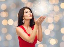 όμορφη κόκκινη προκλητική &gam Στοκ φωτογραφίες με δικαίωμα ελεύθερης χρήσης