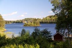Όμορφη λίμνη σε ένα υπόβαθρο Στοκ εικόνες με δικαίωμα ελεύθερης χρήσης