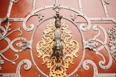 Όμορφη λαβή πορτών υπό μορφή ατόμου με το mustache Στοκ φωτογραφία με δικαίωμα ελεύθερης χρήσης