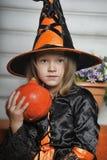 Όμορφη μάγισσα αποκριών Στοκ εικόνα με δικαίωμα ελεύθερης χρήσης