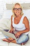 Όμορφη μέση ηλικίας επιχειρηματίας Στοκ εικόνα με δικαίωμα ελεύθερης χρήσης