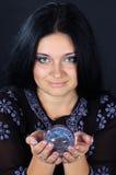 όμορφη μαγική μάγισσα σφαι&r Στοκ φωτογραφίες με δικαίωμα ελεύθερης χρήσης