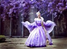 όμορφη μακριά πριγκήπισσα κοτσίδων Στοκ εικόνα με δικαίωμα ελεύθερης χρήσης