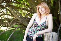 όμορφη μαλλιαρή κόκκινη γυναίκα στοκ φωτογραφία με δικαίωμα ελεύθερης χρήσης