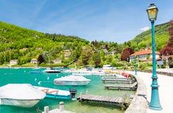Όμορφη μαρίνα σε Talloires στη λίμνη Annecy, Γαλλία Στοκ φωτογραφίες με δικαίωμα ελεύθερης χρήσης