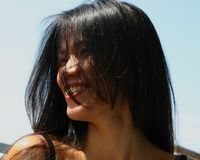 όμορφη μαύρη μακριά γυναίκα τριχώματος Στοκ εικόνες με δικαίωμα ελεύθερης χρήσης