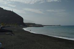 Όμορφη μαύρη παραλία άμμου Tazacorte στοκ φωτογραφία