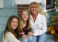 όμορφη μητέρα κορών στοκ εικόνα με δικαίωμα ελεύθερης χρήσης
